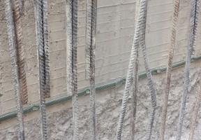 Gebruik van Bentobar+ zwelbanden met montagenetten om de muren van de metrotunnel te beschermen tegen waterinfiltratie.